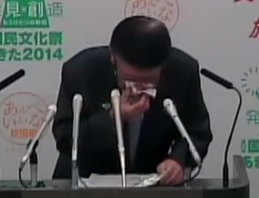 2-Akita-governor-suddenly-had-nosebleed-during-a-press-conference