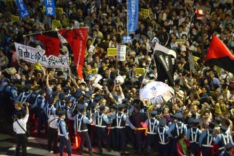 東京はファシスト安倍に対して大抗議!! TOKYO RISES TO FASCIST ABE!